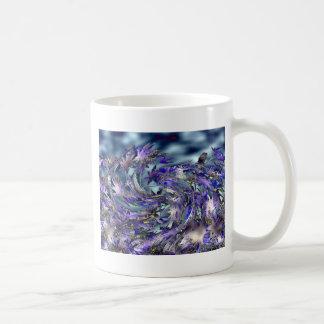 Diseño azul ventoso de las hojas del tornado taza clásica