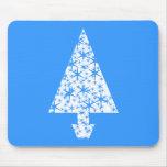 Diseño azul y blanco elegante del árbol de navidad alfombrilla de ratones