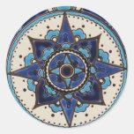 Diseño blanco azul de la teja del estilo árabe tra etiquetas redondas