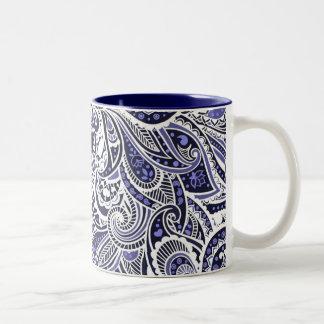 Diseño blanco azul lindo de los modelos de Paisley Tazas De Café