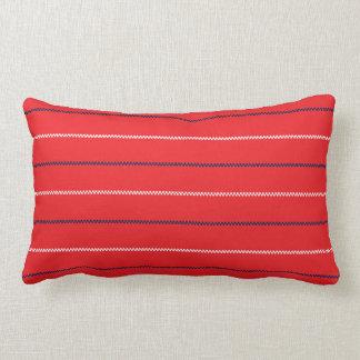 Diseño blanco azul rojo hecho punto del modelo del almohadas