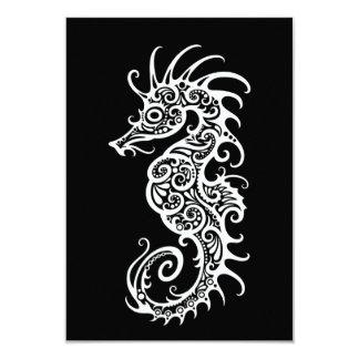 """Diseño blanco complejo del Seahorse en negro Invitación 3.5"""" X 5"""""""