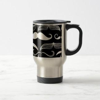 Diseño blanco divertido del bigote en negro taza de viaje