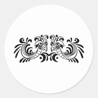 Diseño blanco y negro de dos pájaros pegatina redonda