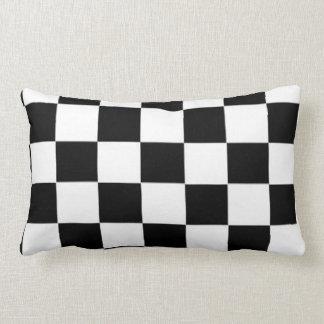 Diseño blanco y negro de la raza cuadrada de almohada