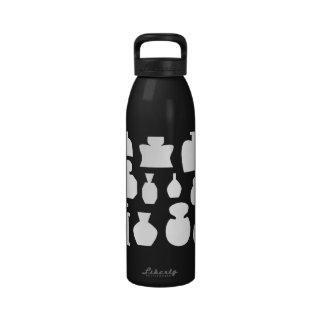 Diseño blanco y negro de las botellas del olor botellas de beber