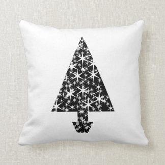 Diseño blanco y negro del árbol de navidad almohada