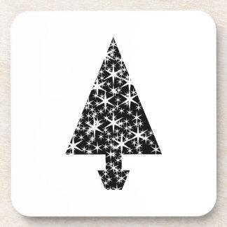Diseño blanco y negro del árbol de navidad posavasos de bebida