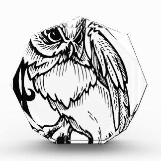 Diseño blanco y negro del búho