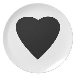 Diseño blanco y negro del corazón del amor platos