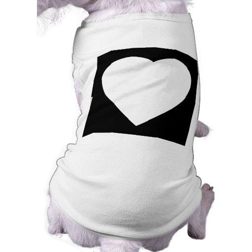 Diseño blanco y negro del corazón del amor camiseta de mascota