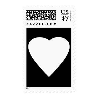 Diseño blanco y negro del corazón del amor sello postal