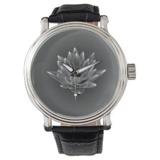 Diseño blanco y negro del lirio de agua relojes de pulsera