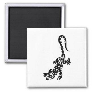 Diseño blanco y negro del modelo del lagarto imán cuadrado