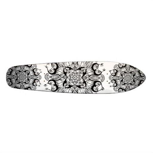 """Diseño blanco y negro del monopatín de la """"mandala"""