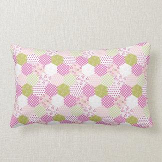 Diseño bonito del edredón de remiendo del verde de almohada