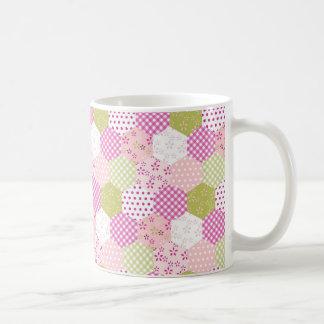 Diseño bonito del edredón de remiendo del verde de taza básica blanca