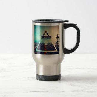 Diseño brillante de la pirámide del fondo de la taza de viaje