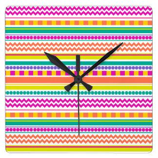 Diseño brillante, enrrollado y colorido del modelo reloj cuadrado