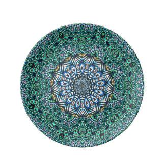 Diseño caleidoscópico de las reflexiones del mosai plato de cerámica