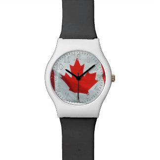 Diseño canadiense patriótico de la bandera relojes