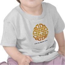 Diseño céltico irlandés de oro céltico D7 Camisetas