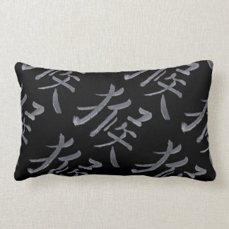 Diseño chino Blackl de la escritura y almohada gri