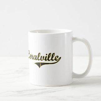 Diseño clásico de Coralville Iowa Taza Básica Blanca