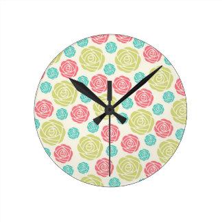 Diseño color de rosa azul amarillo rojo del modelo relojes
