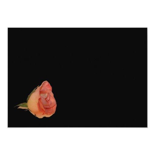 """Diseño color de rosa rosado del fondo del negro de invitación 5"""" x 7"""""""