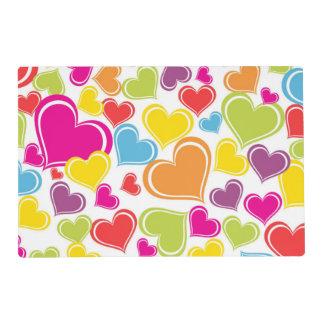 Diseño coloreado multi enrrollado de los corazones tapete individual