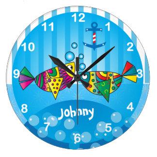 Diseño colorido abstracto náutico de los pescados reloj redondo grande