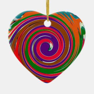 Diseño colorido alegre del giro del viento del adorno navideño de cerámica en forma de corazón