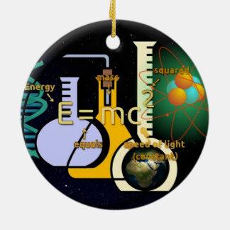 Diseño colorido de la física E=mc2 Adorno Navideño Redondo De Cerámica