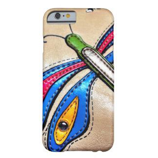 Diseño colorido de la libélula funda de iPhone 6 barely there