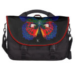 Diseño colorido de la mariposa contra el contexto  bolsas para portatil
