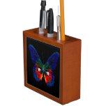 Diseño colorido de la mariposa contra el contexto  portalápices