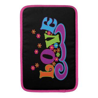 Diseño colorido del arte de la palabra del amor funda macbook air