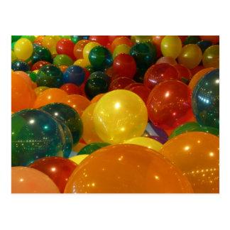 Diseño colorido del fiesta de los globos tarjeta postal