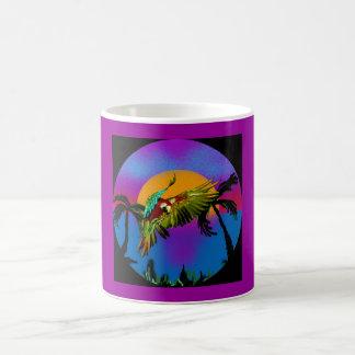 Diseño colorido del loro del Macaw Taza Básica Blanca