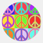 Diseño colorido del signo de la paz etiquetas redondas