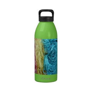 Diseño colorido impresionante del punto del ganchi botallas de agua