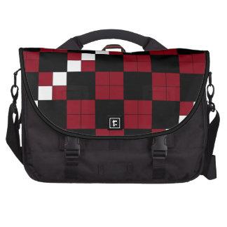 Diseño con clase del tablero de damas del rojo y d bolsas de ordenador