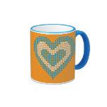 Diseño con los lunares, naranja azul del corazón taza de café