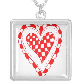 Diseño con volantes de los bordes del corazón rojo grimpolas