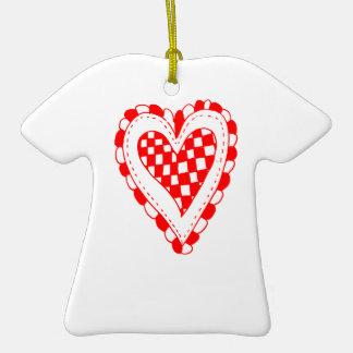 Diseño con volantes de los bordes del corazón rojo ornamento de navidad