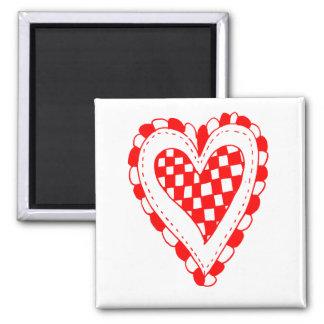 Diseño con volantes de los bordes del corazón rojo imán cuadrado