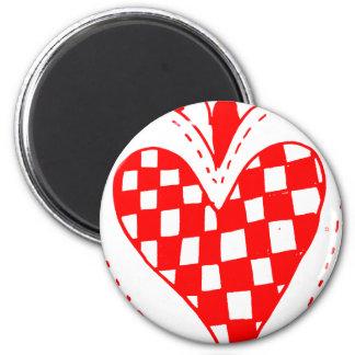 Diseño con volantes de los bordes del corazón rojo imán redondo 5 cm