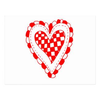 Diseño con volantes de los bordes del corazón rojo tarjeta postal