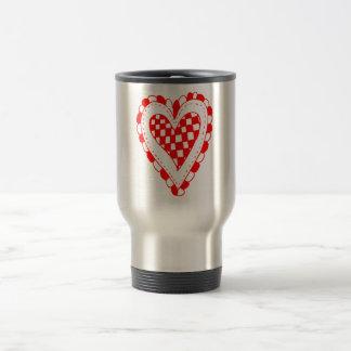 Diseño con volantes de los bordes del corazón rojo taza de café